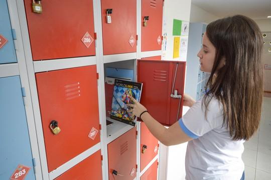 Pioneirismo cada estudante conta com um armário individual, numerado e lacrado por cadeado